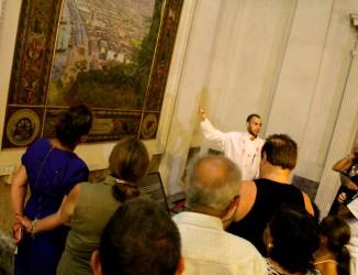 Público participante da visita temática em visita às obras de Benedicto Calixto