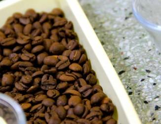 Grão torrados expostos no Centro de Preparação de Café